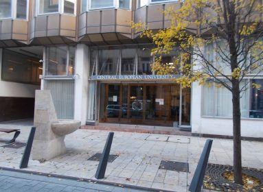 Szijjártó: a Soros-egyetem csak politikai balhét akar