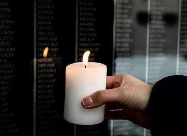 """Ruhátlanul pózolt a holokauszt-emléknap """"alkalmából"""" Lukácsi Katalin"""