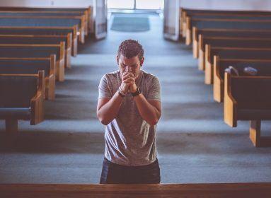 Isten elé vinni a zenei trehányságomat bűn – a Via Stellis szólógitárosa a Vasárnapnak