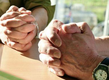 Biztató jelek: Amerika népe imára kulcsolja kezét a járvány idején