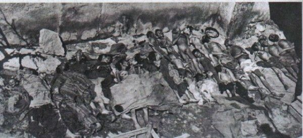Az 1933 augusztusában a Semili népirtásban kivégzek asszír férfiak holteste