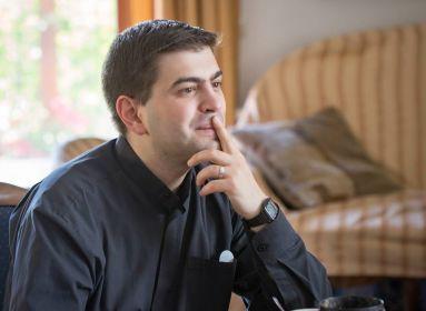 Istenképek – és a Találkozás. Beszélgetés Béri Renátó kármelita szerzetessel