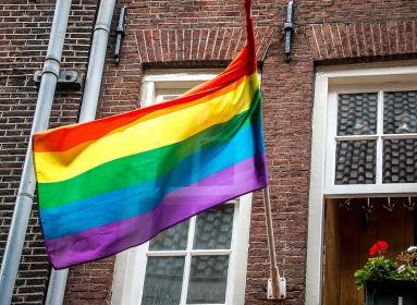 Brit rabbi: Inkább eldobjuk az életünket, minthogy behódoljunk az LMBTQ lobbinak