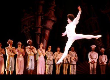 Egy balett, ami mindig mindenkit megbabonáz