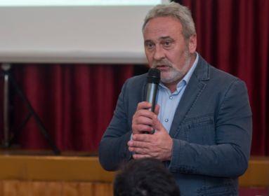 Magyar nyelvű Facebook-bejegyzésért bírságolták meg a székelyföldi polgármestert