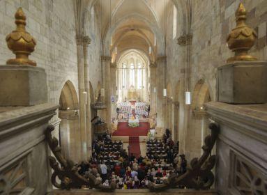 Hatezer zarándok és félszáz püspök jelenlétében szentelik püspökké Kovács Gergelyt
