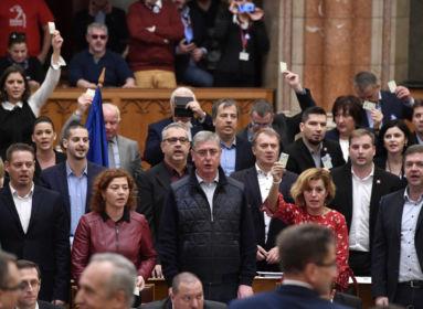 Anarchiába fulladó ellenzéki lázadások