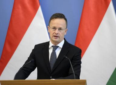 A NATO külügyminiszterei elé viszi Szijjártó a kárpátaljai magyar intézmények elleni razziát