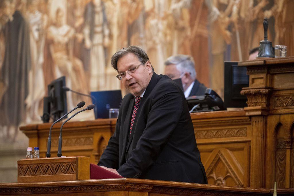 Vejkey Imre besszél a parlamentben