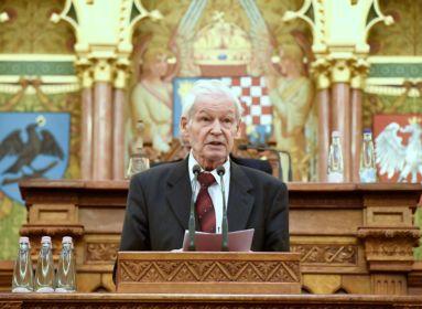 Lengyel történész: a magyarok a határok megváltoztatása nélkül képesek egyesülni
