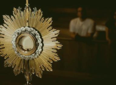 Észrevétlen dicsőítőkkéváltozunk az Oltáriszentség előtt