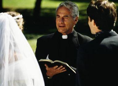 Keresztényellenes Fake News (7): A papok nőtlensége embert nyomorító