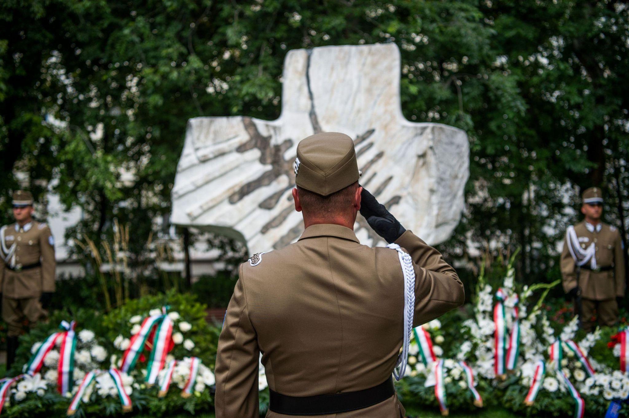 Megemlékeztek a totalitárius diktatúrák áldozatairól Budapesten