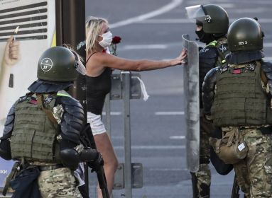Bresztben a tömegbe lőtt a rendőrség