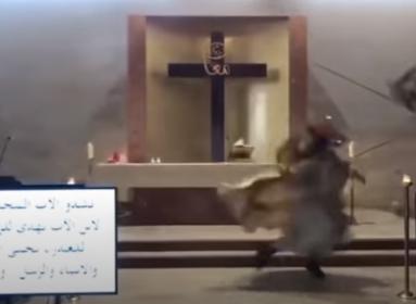 Szomorú képsorok Bejrútból: Egy papot misézés közben ért a robbanás