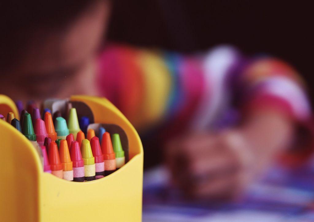 Rajzoló gyermek. (Forrás: Pixabay.com)