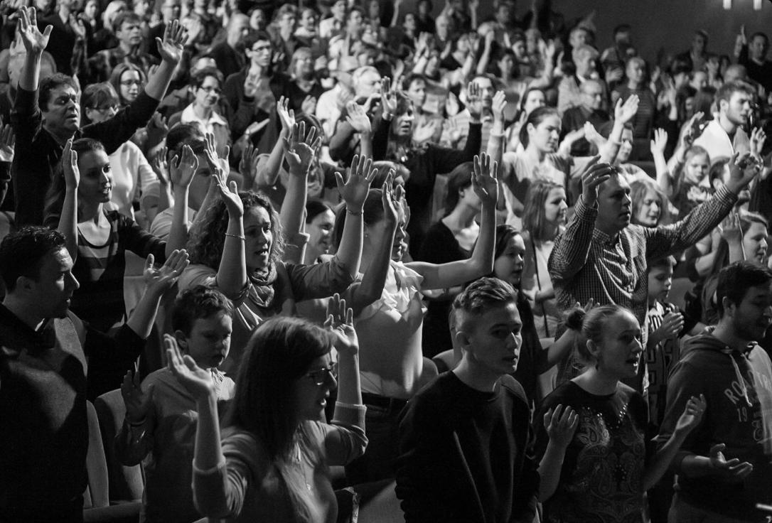 A dicsőítés kommunikáció Istennel, amely élő kapcsolatot feltételez