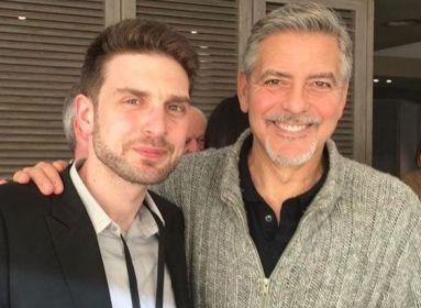 George Clooney az agitprop komisszár szerepében