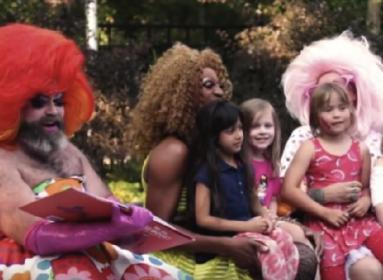 Ha a homoszexuális párok nem fogadják örökbe a gyermeket, akkor a gyermekotthonban marad?