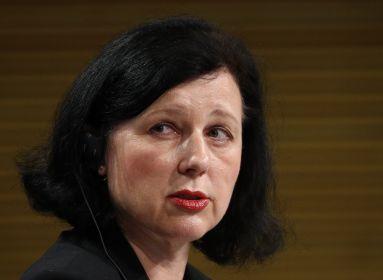 Saját biztosuk árulta el a nemzeti kisebbségeket – ez Vera Jourová igazi arca