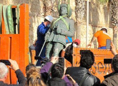 Franco tábornok utolsó szobrát is ledöntötte a spanyol baloldal
