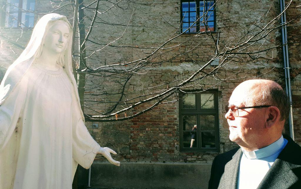 Bocsa József piarista hangsúlyozza az engesztelés fontosságát és a családok védelmét a gonosz szellemektől. Fotó: Gável András