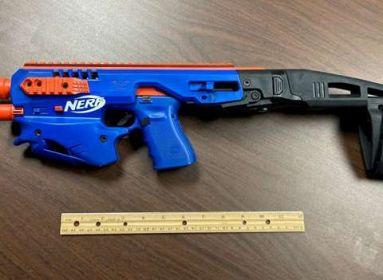 Nerf gunnak álcázott Glock-19.