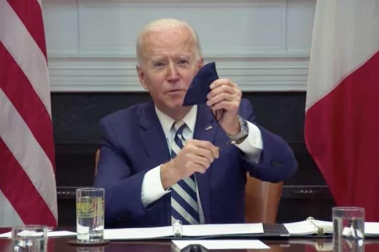 Joe Biden a mexikói elnökkel való online találkozón.
