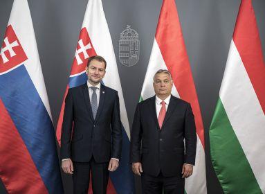 Szlovákiában megint belerúgtak a magyarokba