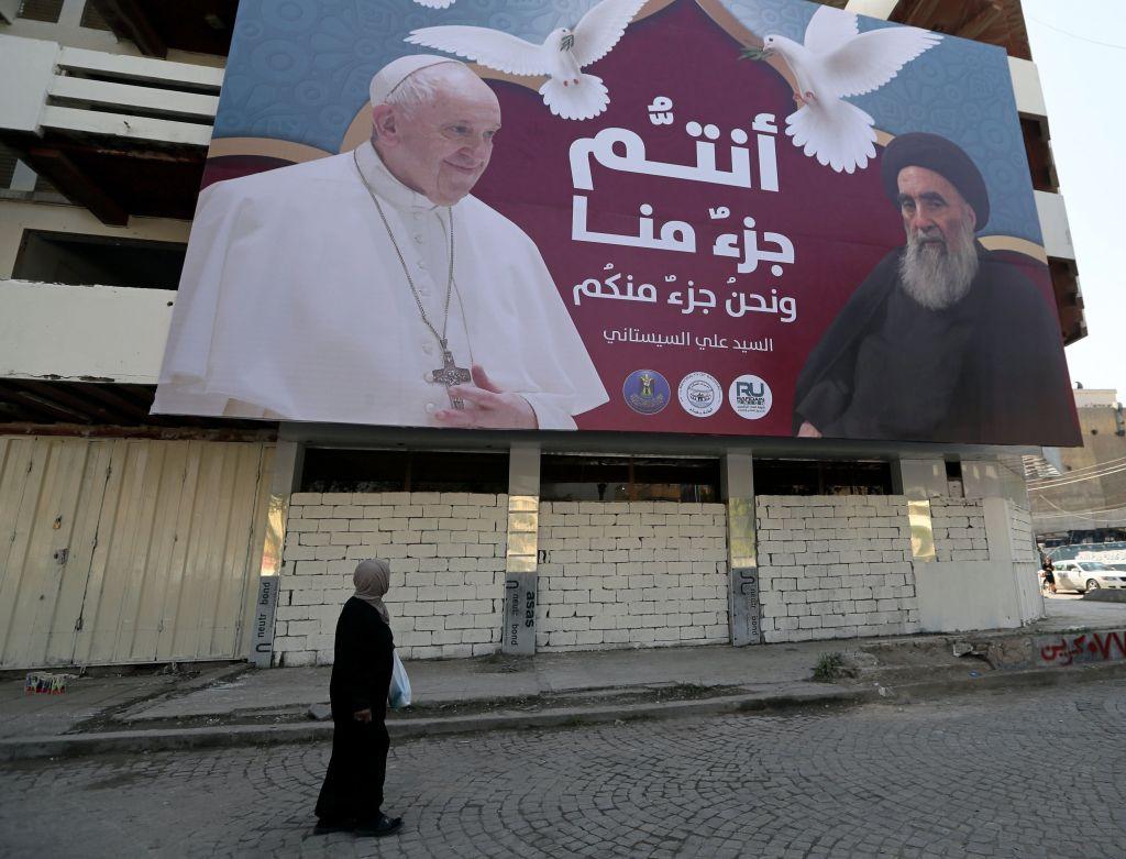 Ferenc pápát plakátokkal várják Irakban.