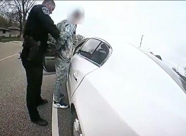 Fekete volt a rendőr is, nem csak a bűnöző, akit próbált megállítani