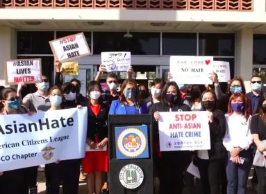 Ázsiai amerikaiak protestálása.