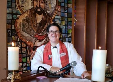 transznemű, evangélikus püspök