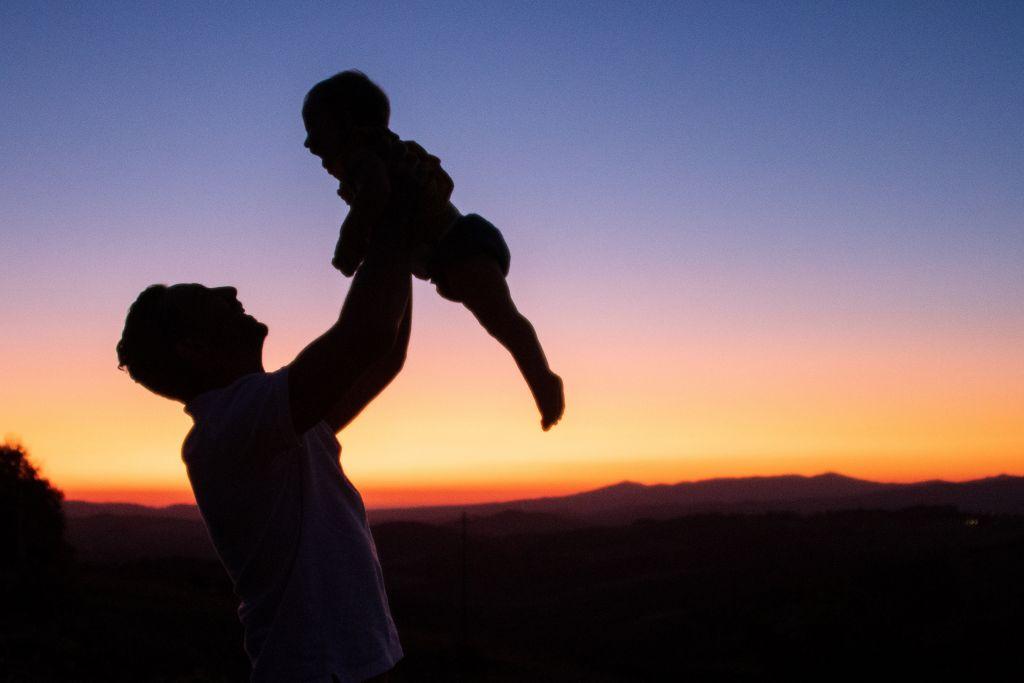 Istengyermekek lehetünk, ha befogadjuk a Szentháromság egy Isten szeretetét