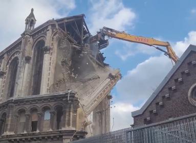 Lille templom templombontás