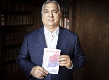 Orbán Viktor Václav Klaus könyvével